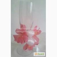 Оформление свадебных бокалов цветами