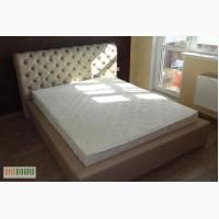 Большая двуспальная кровать