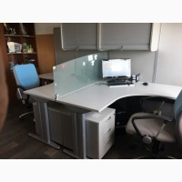 Рабочее место для офиса: стол + тумба + тумба навесная + перегородки