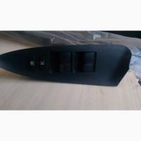 Блок управления стеклоподъёмниками в водительской двери Toyota Camry 40 84820-33250