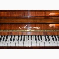 Продам пианино Ласточка