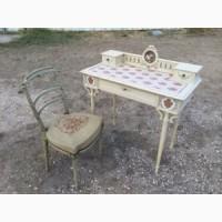 Антикварный дамский столик со стулом