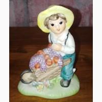 Статуэтка Мальчик с тачкой фруктов, керамика, Англия