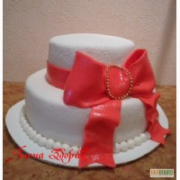 Свадебный белый 2-х ярусный торт с большим красным бантом