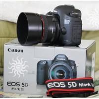 Canon EOS 5D Mark III с объективом EF 24-105mm IS