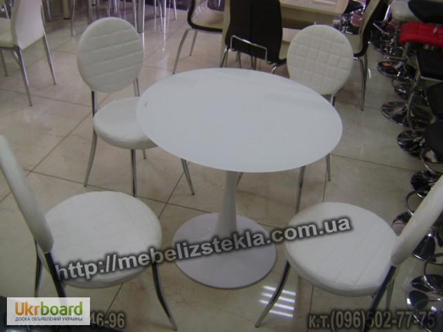 Столы и стулья. Теплота и свежесть от дизайна стеклянных столов