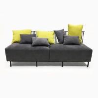 Мягкий диван из металла и текстиля с подушками