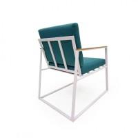 Фигурное кресло из металла с подушками