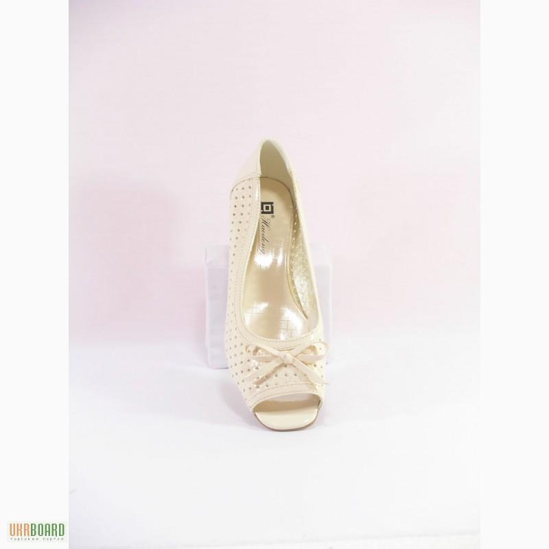 Недорогая обувь и одежда