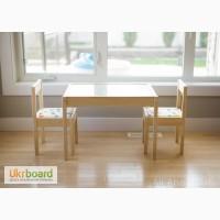 Прекрасный комплект детской мебели стол и 2 стула от икеа