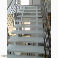Изготовление и монтаж лестниц из стекла и металла