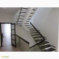 Лестницы и кровати из натурального дерева