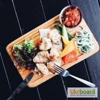 Доска сервировочная для подачи стейка с салатом и соусами