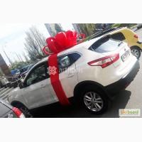 Красный подарочный бант для оформления машины