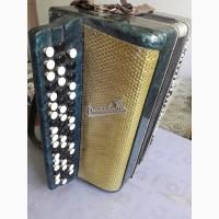 Продам баян Рассвет 1969 года с чемоданом. для обучения дома, в музыкальных школах