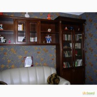 Стенка-шкаф над диваном