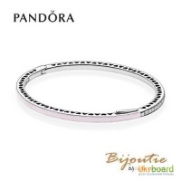 Pandora браслет жесткий розовые сияющие сердца 590537EN131
