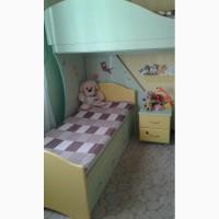 Продам двохярусне ліжко з матрацами