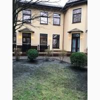 Дом 590 м2 с дорогим ремонтом и участком 10 соток, район м. Святошино в Киеве