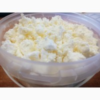 ООО Фабрика сыра реализует творожный и сметанный продукт