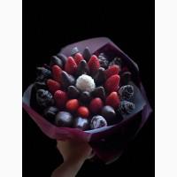 Красивые и вкусные клубничные букеты в подарок Доставка по Киеву