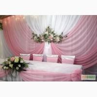 Оформление зала ,живыми и искусственными цветами , шарами, драпир