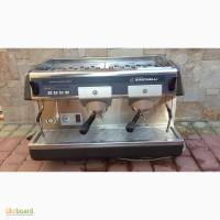 Продам недорого профессиональную кофе машину Nuova Simonelli Aurelia б/у