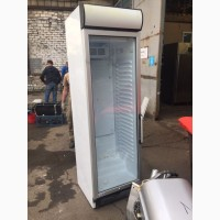 Холодильный шкаф б/у со стеклом UGUR USS 374 DTKL для кафе
