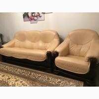 Кожаный комплект мягкой мебели б/у
