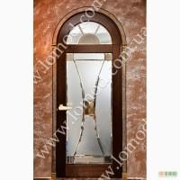 Двери арочные из дерева со стеклом и латунью