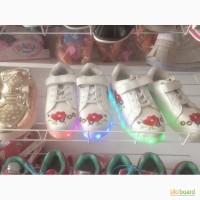 Продам светящие кроссовки для девочки