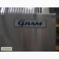 Холодильный шкаф Gram б/у