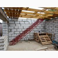 Металлический каркас лестницы. Броневик Днепр