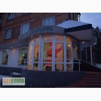 Новогоднее световое оформление фасада магазина, витрин, колонн, крыш