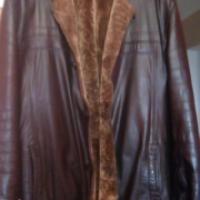 Черная, кожаная куртка на натуральном меху в отличном состоянии, недорого