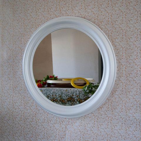зеркало настенное круглое в деревянной раме для ванной и