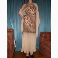 Длинное вечернее платье с вышивкой бисером и шалью