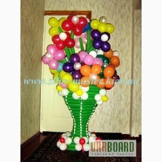 Оформление воздушными шарами праздников на День Валентина в Киеве, цветы, вазы и фигуры.