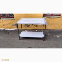 Стол для кухни ресторана или кафе. Пищевая сталь