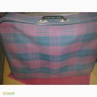 Продам клетчатый чемодан