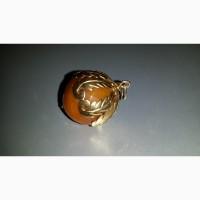 Золотой кулон(18карат - 750 проба) с янтарем. Куба