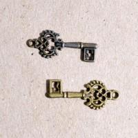 Бронзовая подвеска ключ