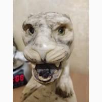 Мраморная статуэтка со львом и часами