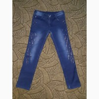 В наличии утепленные джинсы на девочку примерно 8-9 лет