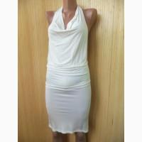 Нарядное белое платье мини по фигуре с открытой спиной