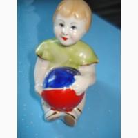 Фарфоровые статуэтки. девочка с мячиком( таня) городница