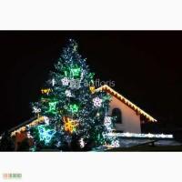 Иллюминация уличных елок, украшение елки гирляндами и мотивами, новогоднее оформление к но