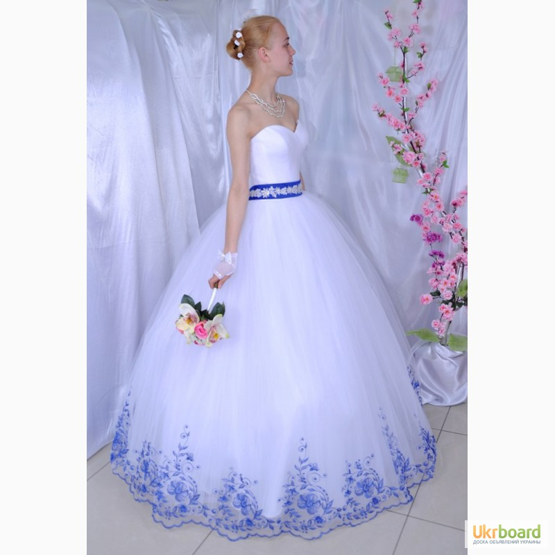 Свадебное платье с вышивкой по низу фото