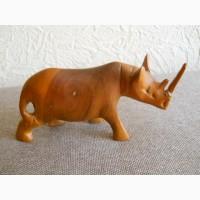 Носорог из дерева в отличном состоянии