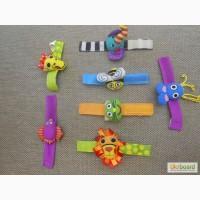 Игрушка - погремушка - браслет на руку новорожденным Sassy, Lamaze